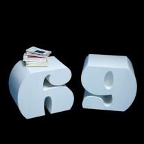 Petits meubles en forme de lettres ou de chiffres